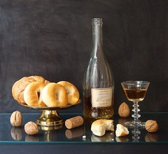 This Bread I Break... (Esther Spektor - Thanks for three millions views..) Tags: light stilllife brown black reflection art home glass sign bronze bread table golden stand bottle wine artistic cork creative walnut nuts sienna explore esther crumbs brass everydaylife bagle bodegon naturemorte goblet lable italianwine naturamorta spektor artisticphotos biege naturezamorta coth moscato creativephoto glasstop artdigital bej artofimages estherspektor