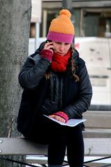 På parkbänken (josephzohn | flickr) Tags: girls people mobil cellphones tjejer människor parkbänk normalmstorg parlsoffa