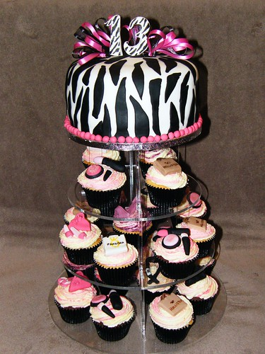 Zebra print cake and cupcakes
