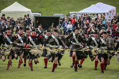 Atholl Highlanders Kilt Race (FotoFling Scotland) Tags: army belt uniform perthshire cap runners bonnet highlandgames kilted meninkilts upkilt regimental blairatholl nopeeking athollhighlanders longhairedsporran kiltrace blairathollgathering naeknickers kiltrunners kiltedrunners