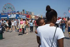 Carry (dtanist) Tags: new york city nyc newyorkcity newyork brooklyn zeiss island toddler sony contax carl boardwalk coney shoulder a7 45mm carrying planar carlzeiss