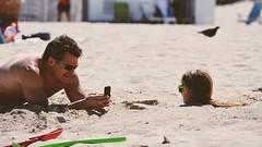 OMG! (Billy W Martins ) Tags: man cute beach girl sunglasses fun photo bury kid sand nikon child sweet buried miami father sunglass miamibeach omg southbeach atolada enterrada southmiamibeach d7100