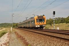 R 4411 - Virtudes (valeriodossantos) Tags: portugal train cp regional azambuja comboio virtudes passageiros caminhosdeferro linhadonorte ute2240 cpregional automotoraeltrica unidadetriplaeltrica
