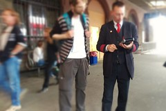 Kundendienst (gatierf) Tags: street people gate publictransportation menschen bahnsteig gleis kundendienst
