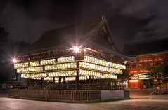 Yasaka at Night (arcreyes [-ratamahatta-]) Tags: longexposure japan night kyoto shrine clear flare lanterns lightup hdr yasakashrine yasaka 3xp agustinrafaelreyes