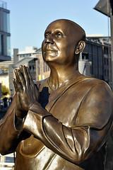Statue de Sri Chinmoy  Aker Brygge, sur le port de Oslo. (XavierParis) Tags: nikon xavier xavi hernandez iberica d700 xavierhernandez xyber75 xavierhernandeziberica