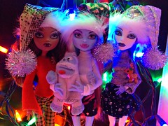 Sparkly Cuteness (Nataloons) Tags: abbey monster high wolf doll spectra bumble mattel abominable abominablesnowman clawdeen monsterhigh clawdeenwolf bominable vondergeist abbeybominable melovegangrels spectravondergeist