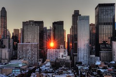 Midtown Sun (1982Chris911 (Thank you 1.250.000 Times)) Tags: newyorkcity sun tower skyline sunrise canon dawn daylight day manhattan clear timessquare hdr highdynamicrange rayoflight midtownmanhattan canonphotography hdrphotography hdrpictures krieglsteiner christiankrieglsteiner christiankrieglsteinerphotography