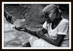 පිනට යමක්, Spare me some change (FS450D/ෆරාෂ්) Tags: canon srilanka eos50d kalaniya farashsamat