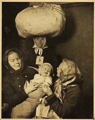 NMFF.003730 (Preus museum) Tags: immigrants ellisisland hine