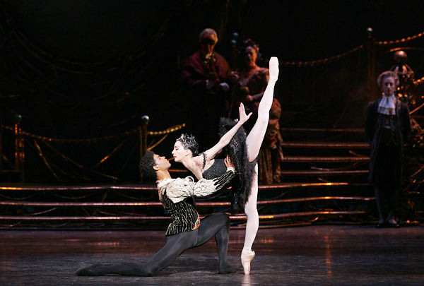 "Tamara Rojo with Carlos Acosta in Anthony Dowell's Swan Lake. The Royal Ballet 2004 <a href=""http://www.roh.org.uk"" rel=""nofollow"">www.roh.org.uk</a> Photo by Bill Cooper"