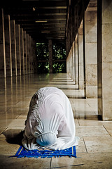 Praying at Istiqlal Mosque (cdn17) Tags: woman indonesia muslim prayer praying mosque jakarta salah prostration masjidistiqlal istiqlalmosque independencemosque