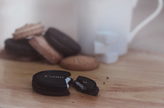 Canon's Cookies part 2 .. (F l S f a h .. ) Tags: camera morning food white black cup cookies female happy photography dream may eat oreo 2012 2011 600d  1432       canond600 flsfah