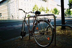 Leizig 03 (Roman Hubatsch) Tags: street film bike bicycle analog 35mm canon germany ae1 200 vista agfa leizig htwk lipsiusbau