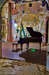Grand Piano #3 (rollfilm2) Tags: city newyorkcity urban musician music usa newyork building abandoned architecture neglect america us peeling paint unitedstates decay manhattan interior piano places financialdistrict indoors dirt northamerica wallstreet abuse eastcoast urbex beekmanst 5beekmanstreet