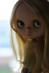 Waiting for the cold to come (buganville) Tags: cold japanese for waiting doll stock spell blond blonde come blythe blondie mondrian takara tomy matte nori mueca cwc mondie