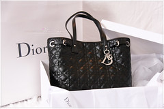 Dior (noorelshams) Tags: fashion bag box cd gift dior christiandior whiteblack صندوق هدية شنطة ديور حقيبة