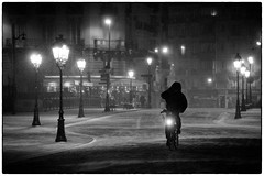 Paris sous la neige 7-8 fvrier 2012 DSC_7303 (iulian nistea) Tags: street blackandwhite bw snow paris france night strada noiretblanc bicicleta neige rue bicyclette nuit vlos nea noapte zapada albnegru