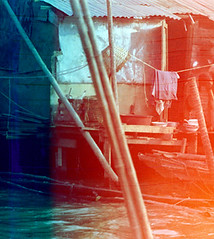 19-066 (ndpa / s. lundeen, archivist) Tags: people house color building film home water 35mm thailand canal dock bangkok nick canals clothes lightleak thai watersedge clothesline 1970s 1972 19 1973 partial klong dewolf endroll endofroll endoftheroll khlong klongs nickdewolf photographbynickdewolf khlongs reel19