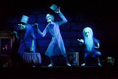 WDW - Hitchhiking Ghosts (Todd Hurley Photography) Tags: family fun orlando florida ghost disney wdw animatronic themepark hauntedmansion darkride day327 themagickingdom hitchhikingghosts