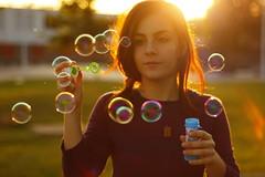 Estem en un somni? [EXPLORED] (Sergio Heads) Tags: light sun luz sol girl canon eos 50mm bubbles teen flare burbujas 1000d canoneos1000d sergioheads sergioheadsphotography sergioheadsflickr