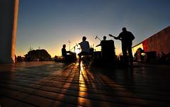 Banda (De Santis) Tags: show sunset brazil sol praia beach brasil 1 mar canal concert nikon do sigma santos paulo 1020mm são josé menino por submarino quebra emissario d3000