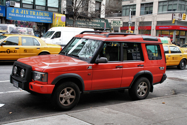 auto 2001 nyc newyorkcity ny newyork car disco automobile g4 4x4 parked suv landrover discovery rugged specialedition g4edition discoveryii