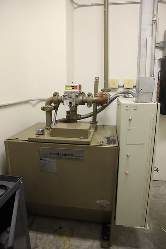 1993 Montgomery freight hydraulic elevator machine and controller