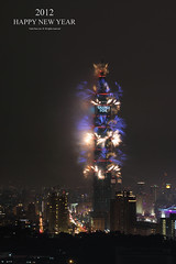 Happy New Year 2012 & Taipei 101 Fireworks │ Jan. 1, 2012 (*Yueh-Hua 2016) Tags: longexposure sky building tower architecture skyscraper canon landscape eos fireworks 101 台灣 台北 建築 天空 happynewyear 煙火 跨年 花火 台北市 信義區 新年快樂 台北101 canonef50mmf14usm 大樓 精彩 50d 虎山 高樓 markins verticalphotograph canoneos50d 煙火秀 觀光 虎山峰 taipei101internationalfinancialcenter sirui tigerpeak 定焦鏡 觀光景點 photoclam ballheads 觀光據點 n2204 pc44ns siruin2204 pc69up3 pg50cameraplate 2012‧january