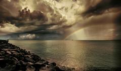 Pescando quando c'è l'arcobaleno. (jonnyamerica) Tags: arcobaleno gennaio2012challengewinnercontest