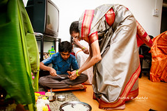 The young helps the old... (Varun Mehta) Tags: wedding india fire indian prayer garland pooja ritual bangle shaadi mehendi marathi indianwedding mangal chudi pheras hinduwedding maharashtrian phera shenai maharastrian marathiwedding varunmehta