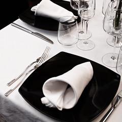 26122011-IMG_6503.jpg (godzillante|photochopper) Tags: bw table place napkin bn tavolo ristorante interno posto tovagliolo tavoli serrasanbruno zenzero