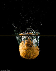 33/52 Walnut dropping into water (Johannes D. Mayer) Tags: water wasser walnut splash walnuss grtzingen aichtal strobist wasserspritzer landkreisesslingen aichtalgrtzingenes