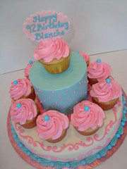 simple cupcake cake (Let There Be Cake) Tags: 12810