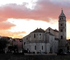 La Cattedrale (Ruggero6) Tags: panorama italia tramonto nuvole chiesa campanile cielo monumenti puglia barletta canonpowershotsx120is