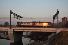 Mi prendo un po' di sole.... (Maurizio Zanella) Tags: bridge river italia fiume trains ponte railways fs alessandria trenitalia treni ferrovie tanaro aln6631010 r23643