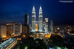 one night with the traders (acidsulfurik) Tags: travel urban cityscape nightshot malaysia twintowers bluehour kualalumpur dri klcc goldentriangle skybar dynamicrangeincrease tradershotel acidsulfurik level33