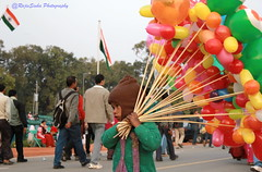 Balloon seller at 4 (RajivSinha Photography) Tags: photography indiagate rajivsinha rajivsinhaphotography balloonsellerat4