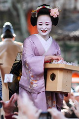 Setsubun Mamemaki festival (Teruhide Tomori) Tags: portrait festival japan kyoto shrine maiko   kimono gion yasakashrine  setsubun  mamemaki     oltusfotos