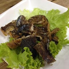 ปลาสลิดทอด | Crispy Fried Gourami @ กลางเวียง ข้าวต้ม 1 บาท สาขา 2 | Kaowtom 1 Baht