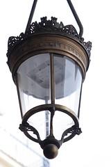 Plein jour (.urbanman.) Tags: paris public rivoli lampadaire eclairage verre eclairagepublic luminaire