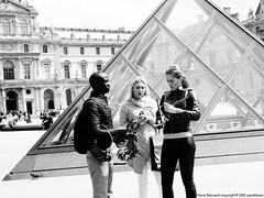 Le Louvre, Paris 1st / May 2016 (Jean-Pierre Bijouard aka parallaxes) Tags: louvre streetphotography lelouvre streetshot candidphotography pyramidedulouvre lelouvreparis parallaxes jeanpierrebijouardcopyright2002parallaxes jeanpierrebijouard parallaxescom jeanpierrebijouardparallaxes