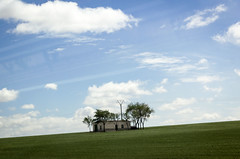 La caseta de labranza (Markus' Sperling) Tags: sky tree architecture clouds landscape arbol la arquitectura cel cielo nubes campo arbre nuvols castilla mancha agricultura labranza caseta aperos