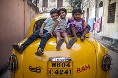 Friends (Yoh_click_O_maniac) Tags: life street portrait people urban india love canon photography photo photos streetphotography dailylife stories kolkata
