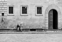 Humans in geometries (guido.masi) Tags: street white film florence kodak tmax 5 streetphotography 400 firenze russian fed pellicola bwblack