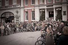 The Rugby Ralph Lauren Tweed Run - London 2011 (NONUSUAL) Tags: england lauren london classic bike bicycle vintage rugby run event ralph tweed the 2011