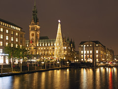 Hamburg by Night. (Gerry Balding) Tags: christmas night buildings reflections river germany market cityhall hamburg christmastree rathaus thebestofday gnneniyisi