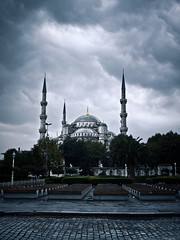 tourist attraction by rain // blue mosque, istanbul (pamela ross) Tags: pen turkey sightseeing olympus istanbul bluemosque attraction ep1 istanbullovers