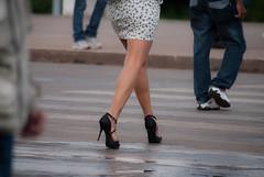 3675tw (Chico Ser Tao) Tags: street woman sexy walking women highheels legs mulher feminism pernas rua mulheres voyer genre feminismo saltoalto voyerismo gnero