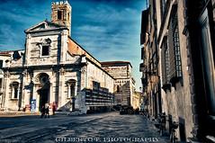 Via del Duomo (Lucca), HDR (gilbertotphotography.blogspot.com) Tags: street italy church nikon italia lucca via chiesa tuscany duomo nikkor toscana rue hdr d90 nikonista flickraward hdraward nikonflickraward